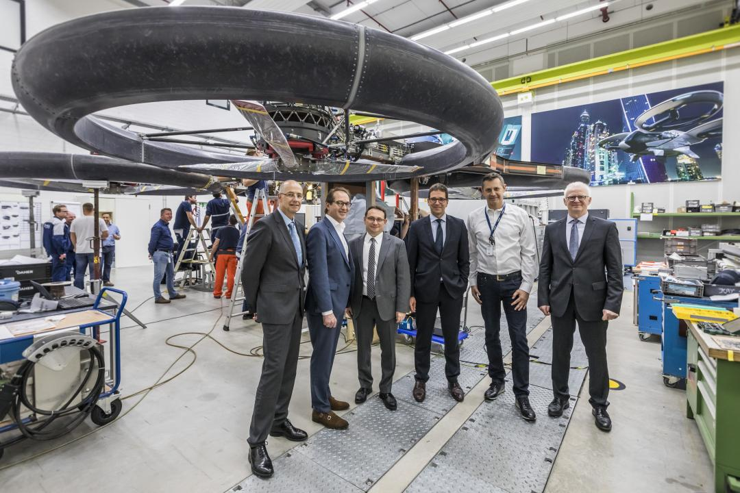 CSU-Landesgruppenchef Dobrindt bei Airbus Helicopters